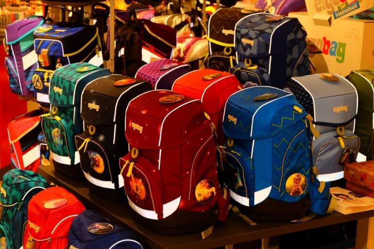 Schulranzen, Schulrucksäcke und Taschen von verschiedenen Markenherstellern für jedes Alter in großer Auswahl